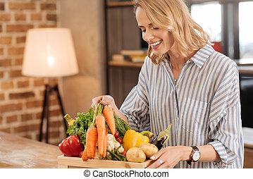 energisch, aufgeregt, frau, in, vegetarier, himmel