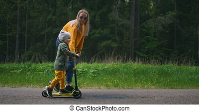 enfance, aides, scooter., vue, mère, mon, enseignement, ...