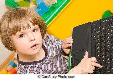 ordinateur portable quoique informatique enfant petit. Black Bedroom Furniture Sets. Home Design Ideas