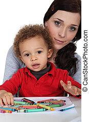 enfant, bâtons, mère, jeune, cire, portrait, mélangé-race, dessin
