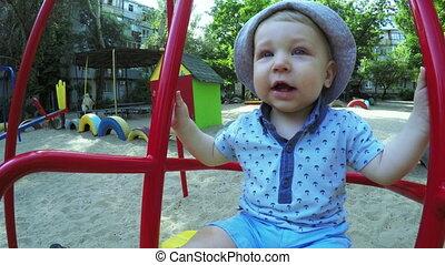 enfant, balançoire
