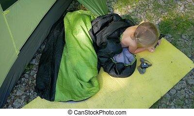 enfant, camper tente