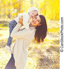 enfant, ensoleillé, avoir, automne, chaud, mère, amusement, portrait, sourire, jouer, jour, heureux