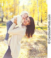 enfant, ensoleillé, jouer, automne, mère, amusement, sourire, avoir, jour, heureux