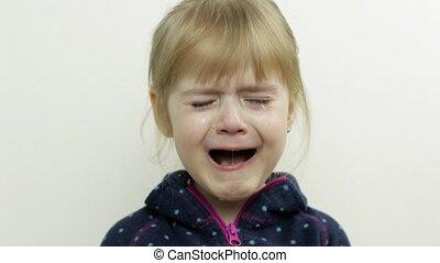 enfant, face., girl, pleurer, portrait, peu, fond, blanc, larmes, bas, elle