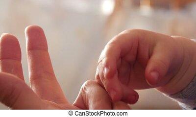 enfant, femme, mains