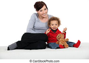 enfant, femme, ours, teddy