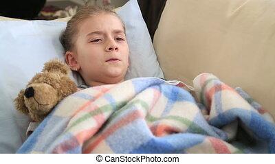 enfant malade, mensonge, lit