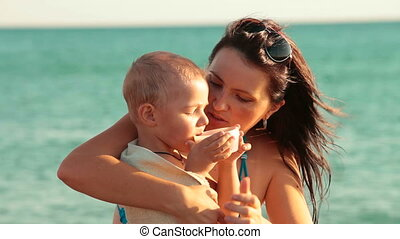 enfant, plage, mère