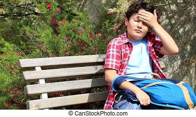 enfant triste, garez banc
