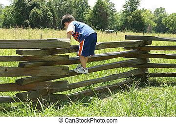 enfantqui commence à marcher, sur, barrière
