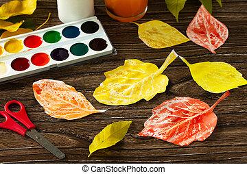 enfants, children., project., feuilles, papier, créer, peinture, bois, arrière-plan., aquarelle, automne, métiers, art, bougie