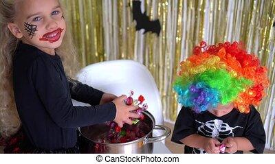 enfants, costumes, partie., frère, halloween, soeur, divers, rigolote, heureux