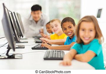 enfants, dans, classe ordinateur