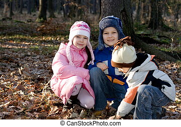 enfants, dans, forêt