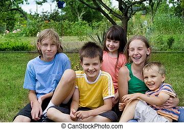 enfants, dans, jardin