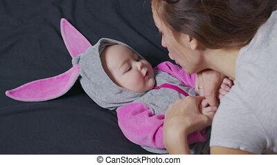 enfants, enfance, nouveau-né, maternité, vie, concept, morning., motherhood., paternité, crèche, jouer, elle, mère