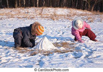 enfants, jeu, dans, bois, dans, hiver