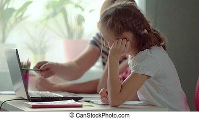 enfants, papa, distance, maison, ligne, étudier, laptop., education, fun., utilisation