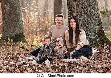 enfants, parc, avoir, famille, deux, day., amusement, ensoleillé, jeune, peu, délassant, automne, heureux