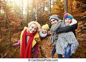 enfants, parents, jouer, forêt