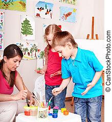 enfants, peinture, à, teacher.