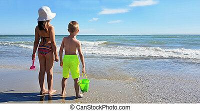 enfants, rivage, jouer