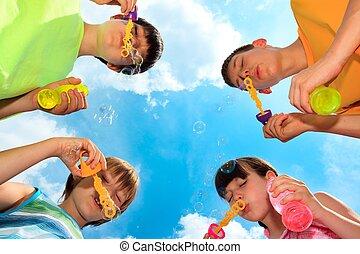 enfants, souffler bouillonne