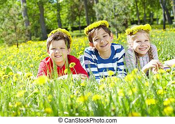 enfants, sur, pelouse
