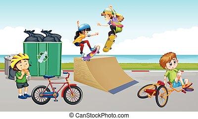 enfants, vélo voyageant, et, jouer, skateboard