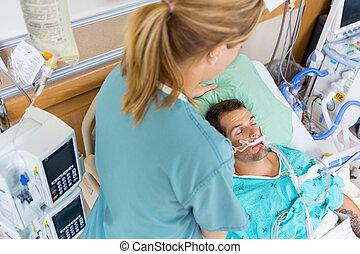 enfermeira, ajustar, paciente, travesseiro
