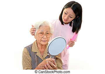 enfermeira, com, mulher idosa