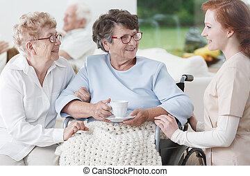 enfermeira, e, mulheres sêniors, divirta