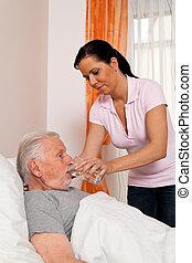 enfermeira, em, cuidado idoso, para, a, idoso, em, casas repouso