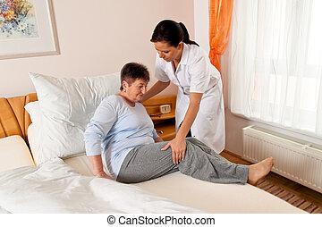 enfermeira, em, cuidado idoso, para, a, idoso