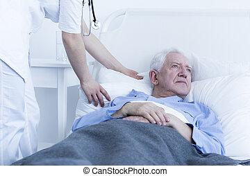 enfermeira, fluffing, travesseiro, de, paciente