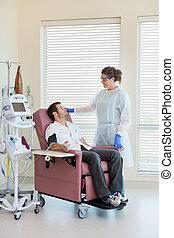 enfermera, chemo, paciente, visitar