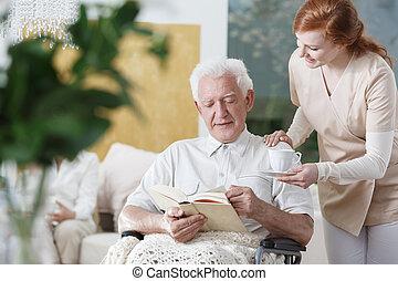 enfermera, con, copa té
