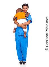 enfermera, proceso de llevar, africano, niño