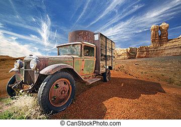 enferrujado, abandonado, caminhão, paisagem deserto, rochoso