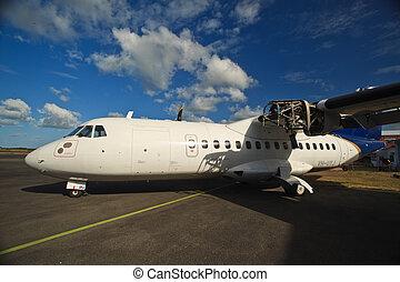Engine Repair on Plane In cairns