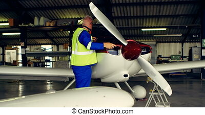 Engineer fixing an aircraft in hangar 4k