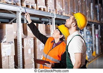 Engineer ordering to worker - Warehouse engineer ordering to...