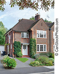 English house - Front of a British home in a London suburb ...