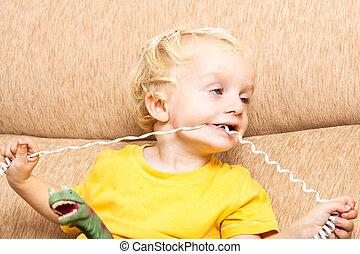 engraçado, criança, morder, telefone, fio
