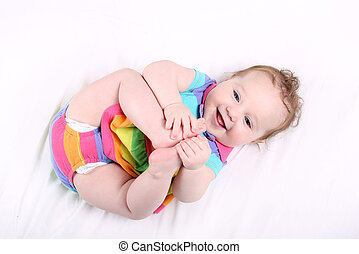engraçado, dela, pés, bebê, chubby, menina, tocando