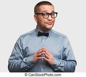 engraçado, homem, em, óculos, sorrindo