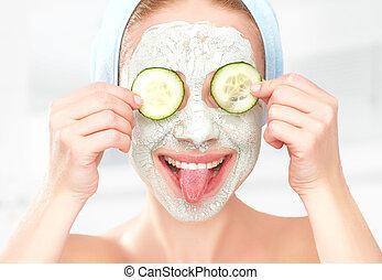engraçado, máscara, jovem, pepinos, rosto, pele, menina