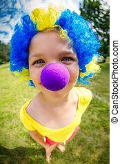 engraçado, menina, em, palhaço, peruca, com, azul, nariz
