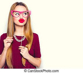 engraçado, mulher, jovem, lábios, vara, segurando, vermelho, óculos
